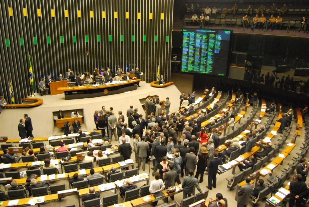 O governo brasileiro não está se posicionando da melhor maneira para solucionar o problema de espionagem.