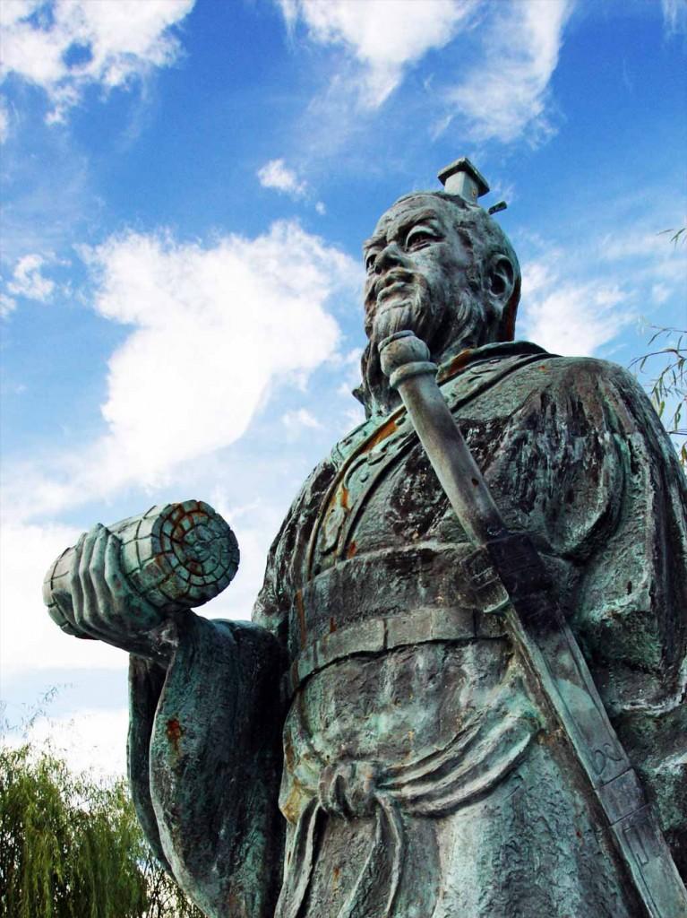 Sun Tzu: A guerra é de vital importância para o Estado; é o domínio da vida ou da morte, o caminho para a sobrevivência ou a perda do Império, é preciso manejá-la bem.